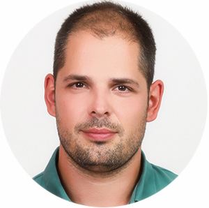Dr. Áron Csöndör